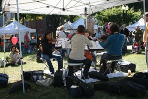 BPQ plays at the farmers market